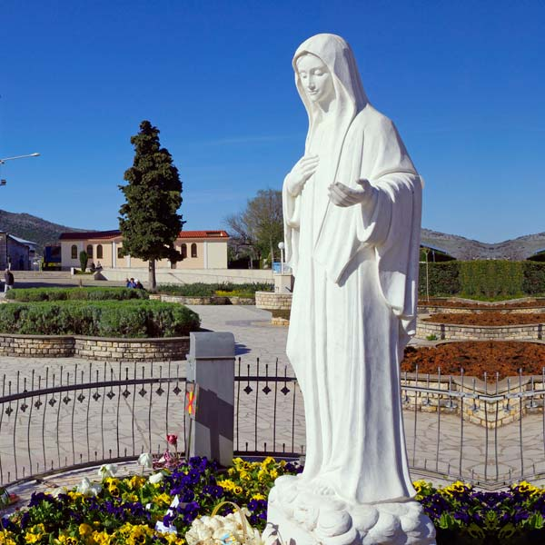 Church outdoor decor catholic marble sculptures of Madonna Medjugorje Statue